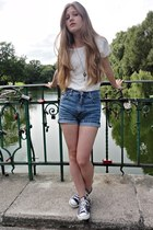 light blue Levis shorts - ivory quiosque blouse - navy Converse sneakers