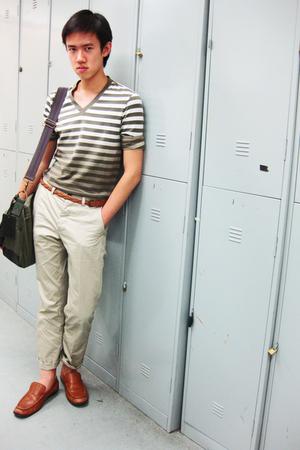brown loafers Primavera shoes - beige khaki H&M pants