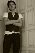 Topman vest - Hanes t-shirt - Topman jeans