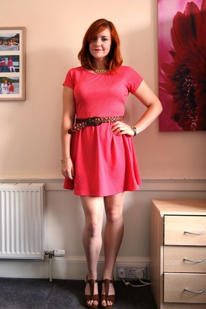 salmon skater Matalan dress - gold chain Dorothy Perkins necklace
