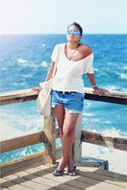 white Zara t-shirt - neutral baggu bag - sky blue Levis shorts
