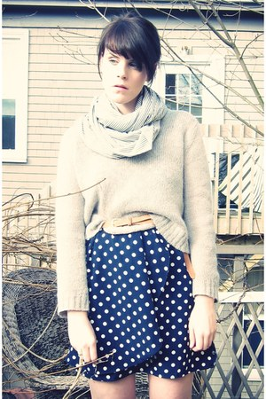 navy polka-dot H&M dress - heather gray loose knit Aritzia sweater - light pink