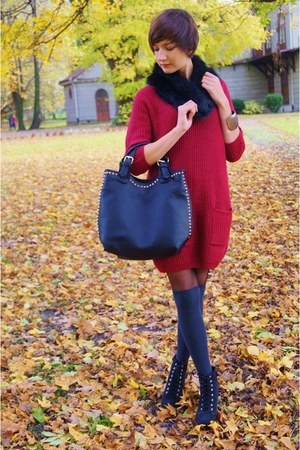 ruby red F&F  SH sweater - black  bag