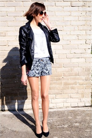 dark gray H&M shorts - white Sinsay t-shirt