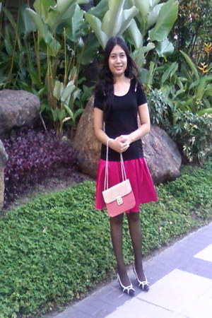 box-shaped Pink Bag bag - Black Top blouse