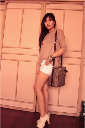 white DIY shorts - off white studded Parisian boots - camel Pop culture shirt