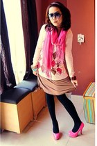 bubble gum heels - light pink rhombic sweater - black tights - bubble gum scarf