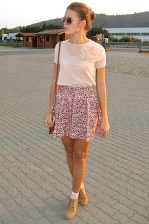 nude Mango t-shirt - light brown Zara boots - light brown H&M sunglasses