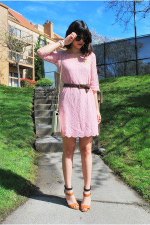 pink lace rire boutique dress - ivory vintage Chanel purse