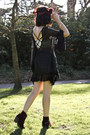 Black-spike-jeweliq-necklace-brick-red-kurt-geiger-boots-black-lulus-dress
