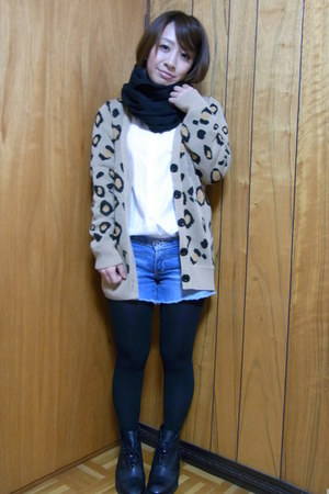 black Zara boots - white moussy shirt - blue a&f shorts - light brown ingni card