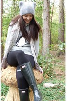 black wellies Hunter boots - heather gray hat Topshop hat