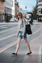 boyfriend Vero Moda shorts - Zara bag