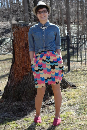 navy comfortable Target shirt - magenta TOMS shoes - francescas dress