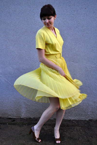 yellow vintage dress - brown vintage shoes