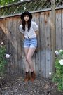 Black-vintage-hat-beige-vintage-blouse-blue-vintage-levis-shorts-brown-urb