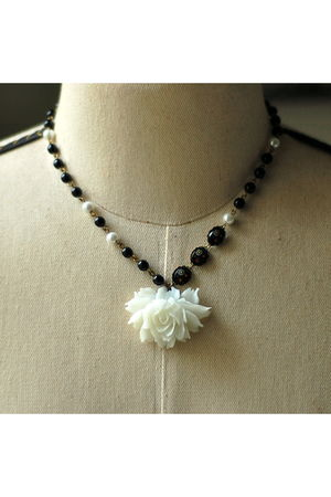 white Kellyssima necklace - black Kellyssima necklace