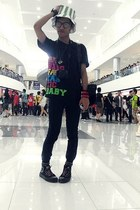 black Jag jeans - green comic alley hat - black Quotees KPop TeeShop shirt