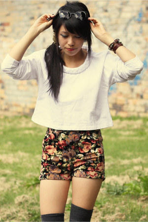 ivory may  frankie sunshine sweater - black Quirky circus shorts