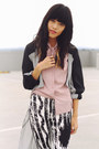 Light-pink-vintage-blouse-black-hunt-no-more-leggings
