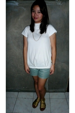 Hipstop top - Tiende bazaar shorts - People are People shoes