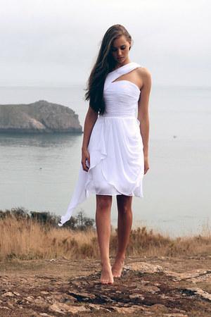 white Oarry dress