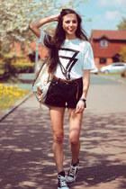 white Choies t-shirt - camel yeswalker bag - black nowIStyle shorts