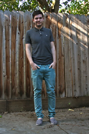 turquoise blue Levis jeans - heather gray Toms shoes