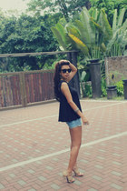 denim Meng Si Da shorts - Heiress Shop sunglasses - cotton Moris Edge top