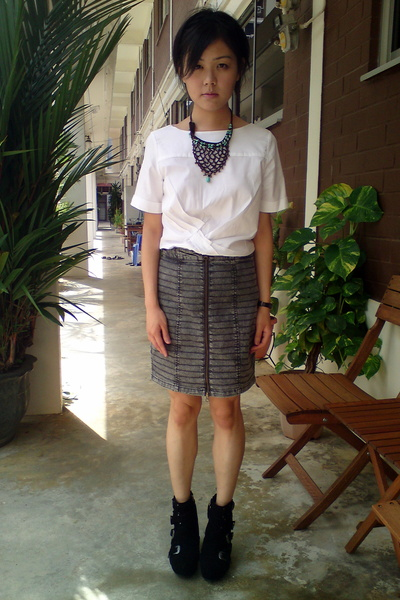 gray Topshop skirt - white MU top - black PedderRed boots - green Handmade Gift