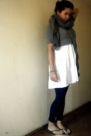 white H&M dress - navy Forever 21 leggings - heather gray Claires scarf