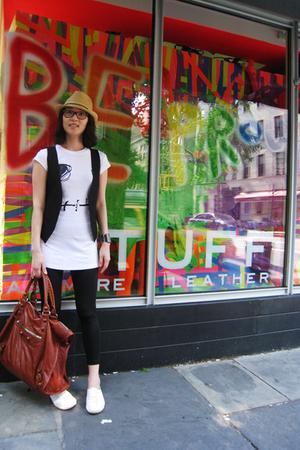 Urban Outfitters hat - vintage t-shirt - vintage vest - American Apparel - balen