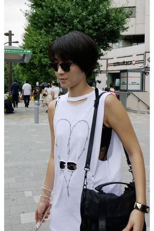 Topshop t-shirt - Forever 21 leggings - PROENZA SCHOULER purse - Ray Ban sunglas