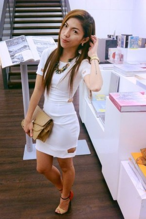 white bodycon Accessorize dress - tan vintage bag - heels