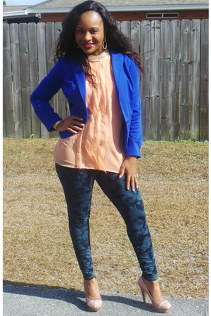 rose peach gianni bini heels - floral print Dillards jeans - gold Aldo necklace