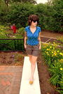 Blue-energie-shirt-gray-vintage-shorts-beige-vintage-report-shoes-black-ur