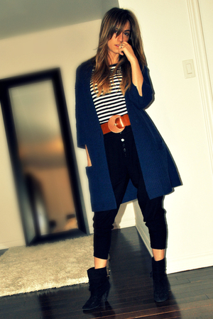 blue Simons cardigan - white Suzy Shier top - black Zara pants - black X2B boots
