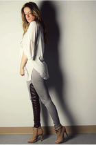 white loose fit Ebay blouse - beige peep-toe ankle Aldo boots