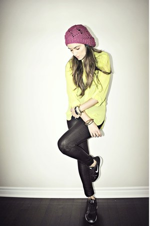 magenta Ardene hat - black Buffalo David Bitton leggings - black nike sneakers