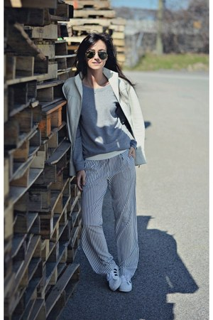 white stripe Zara pants - white superstar Adidas sneakers