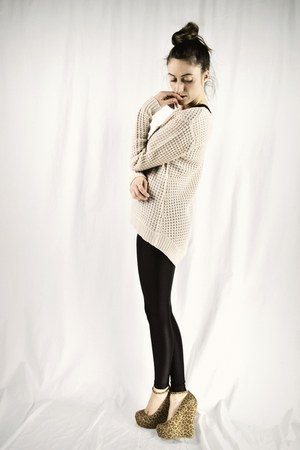 beige high low knit Ardene sweater - black shiny American Apparel leggings