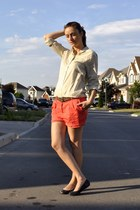 red H&M shorts - beige H&M shirt - black Aldo flats