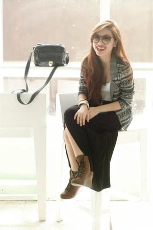 heather gray Bayo sweater - dark brown Pill boots - navy vintage sunglasses