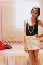 black sapatilha shoes - white mini skirt skirt - black tank top top