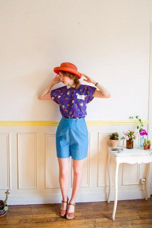 red boater vintage hat - sky blue 50s high waist vintage shorts