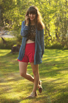 navy denim shirt - tawny zebra print shirt - hot pink shorts