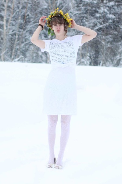 blue lyric DIY shirt - white lace dress - yellow daisy DIY hat
