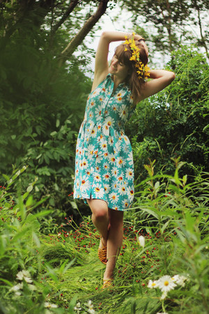 turquoise blue daisy asos dress - yellow sandals