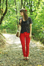 Blue-polka-dot-shirt-blue-leopard-print-cardigan-red-pants