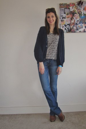 heather gray feathers Zara shirt - navy flare jeans American Eagle jeans